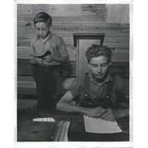 1941 Press Photo Children at a chapel service in Tennes - RRR77999