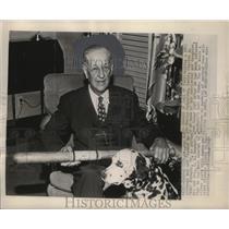 1949 Press Photo Charles Nichols holds a 1885 souvenir bat. - mjs04417