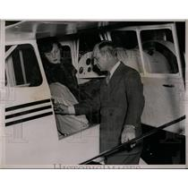 1937 Press Photo Roger Q.Williams selling Eileen Joslyn the smallest plane