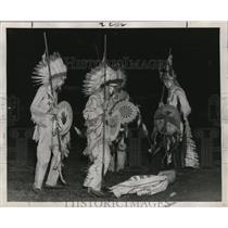 "1947 Press Photo ""Indian chiefs"" cavort in a buffalo dance - mja36177"