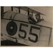 1923 Press Photo Lieutenant W.A. Bevan, from Oregon, is shown on Rockwell Field
