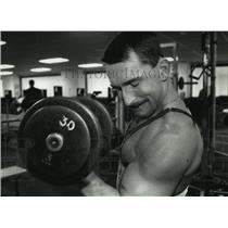 1993 Press Photo TJ Woltersdorf working on biceps at the North Athletic Club