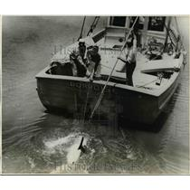 1941 Press Photo Pen fishing from the boat Porpoise - net24350