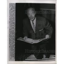 1955 Press Photo Pittsburgh Pirates manager Fred Haney reads his editorial