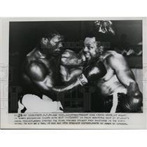 1954 Press Photo Lightweight boxing champ Archie Moore fighting Bert Whitehurst