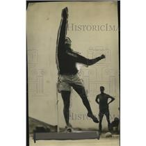 1928 Press Photo JF Anderson Cornell U in discus throw at a track meet