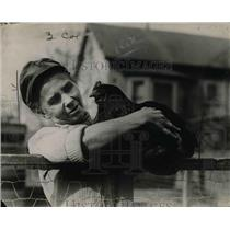 1923 Press Photo Elizabeth Dedrick & Hen - nef20601