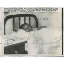 1957 Press Photo Mrs. Peter Meier in Elgin, ND Hospital after Quadruplets Born