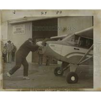 1977 Press Photo Bend Air Force plane-Oregon airport - orb80453