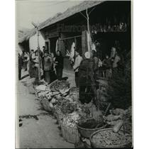 1967 Press Photo A commune market near Nanking with meat and vegetables