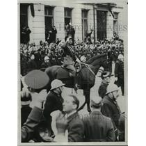 1934 Press Photo King Leopold rides a horse to parliament in Brussels.