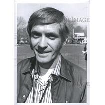 1972 Press Photo Coach Mike Marrulski Cross Track Count