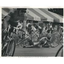 1985 Press Photo Two Riders 15th Lap Mayors Bike Race