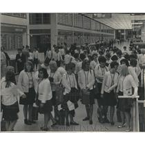 1966 Press Photo Camp Fire Girls Stranded at O'Hare