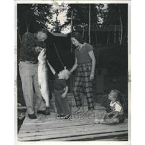 1961 Press Photo Man Catches 52 Pound Musky Boy Amazed