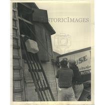1939 Press Photo Hary Rouse Furnish Ice Hoisted Storage - RRR59385