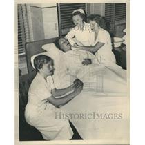 1949 Press Photo Bette Weber Harriet overlie Nurse
