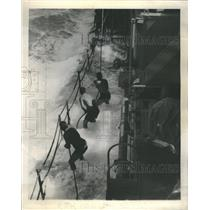 1945 Press Photo Coast Guardsmen Pacific Typhoon - RRR62607