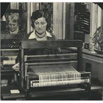 1929 Press Photo Weaving - RRR68099