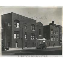 1938 Press Photo Patient Staff Equipment Care Health