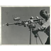 Press Photo Arrow Gun Man Shooting