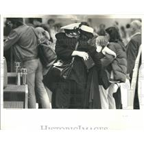 1980 Press Photo Passengers at O'Hare airport goodbye