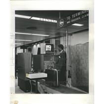 1973 Press Photo O'Hare Field TWA Customer Service - RRR60735