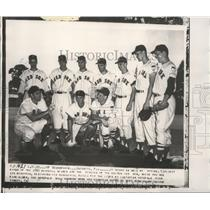1952 Press Photo Boston Red Sox rookies lectured by manager Lou Boudreau