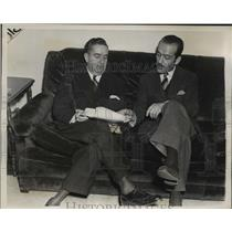 1939 Press Photo New York Pablo Suarez talks with Jose De Gregorio of Spain NYC