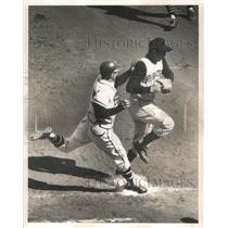1960 Press Photo Al Spangler-Braves-Tagged out by Pirate Pitcher Bob Friend