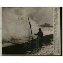 1948 Press Photo Edward Nowicki Chicago breakwater  - nee69641