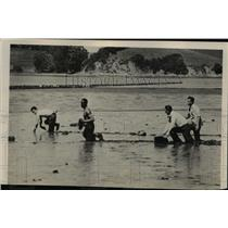 1950 Press Photo Deputy Sheriffs Maneuver on Richardson Bay mudflats.
