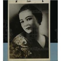 1927 Press Photo Laetitia Andra Responsible for Elevator in Mussolini Home