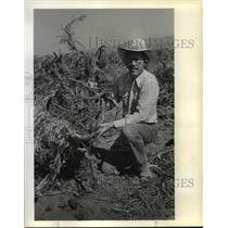 1983 Press Photo Dean Bolstad on ripping sagebrush - orc03280