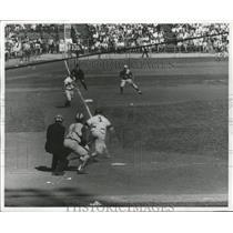 1959 Press Photo Eddie Mathews-Milwaukee Braves-Scores From Third Base