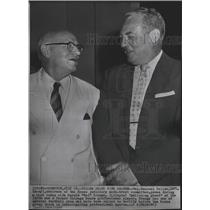 1957 Press Photo Rep Emanuel Celler with Harol Grange former Chicago Bears