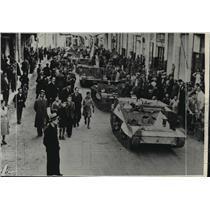 1910 Press Photo Modern war equipment rolling through a town in Greece