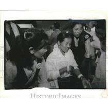 1993 Press Photo Tsering Choedon of Tibet Greeted at Sea-Tac Airport, Washington