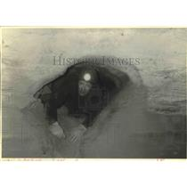1993 Press Photo Kurt J Repanshek Crawls Through Horsethief Cove on Federal Land