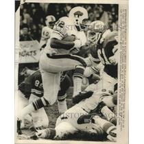 1971 Press Photo OJ Simpson of Bills vs Chiefs Curley Culp, Marvin Upshaw