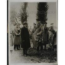 1930 Press Photo General von Hindenburg talking to General Greener - nef51535
