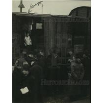 1920 Press Photo Prime Minister Huszar describing freight car inhabitors