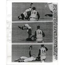 1966 Press Photo Pirates' Matty Alou robs Tito Fuentes of base hit - nes05346