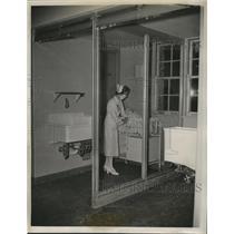 1939 Press Photo UV Ray Glass Shielded Cubicles at Cradle Nursery, Evanston, IL