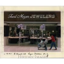 1997 Press Photo Fred Meyer Inc., Fred Meyer Jewelers - orb97242