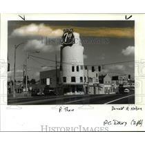 1990 Press Photo Steigerwald Dairy Co. milk-bottle building in Sandy Boulevard