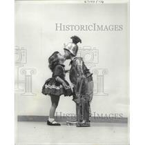 1960 Press Photo A Lass' Dream Comes True When She Finds Her Knight in Armor