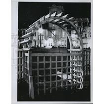 Press Photo Wisconsin Club clubhouse as seen through a latticed fence gate