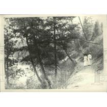 1909 Press Photo Women walking at the Natatorium Park 1909 before development