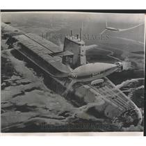 1965 Press Photo Vehicle Aid Sunken Sub Craft men time